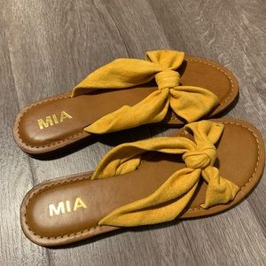 Brand new Mia knotted yellow slides